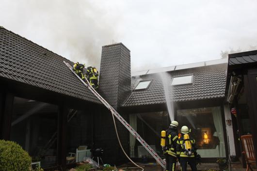 Feuer am/im Gebäude