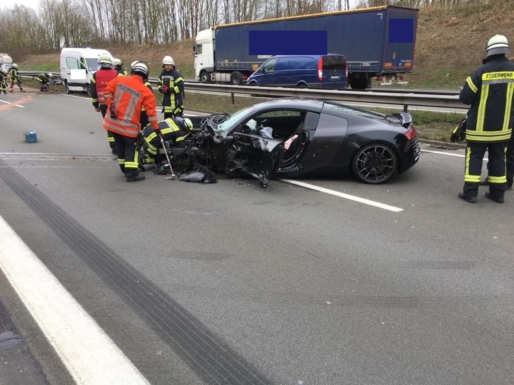 Verkehrsunfall Person klemmt